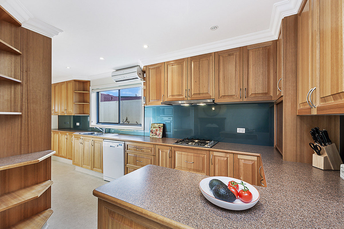 Modern secluded unit, just minutes from the beach and CBD